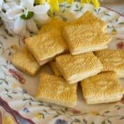 custard creams featured image